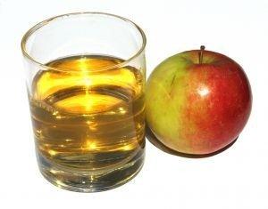 Яблочный сок. И шлаки выведет, и курить бросить поможет