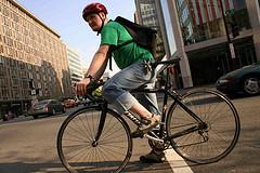А знаете ли вы, что езда на велосипеде по городу ведет к тяжелым заболеваниям легких?