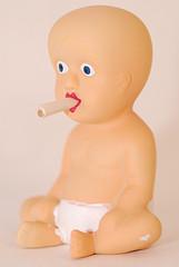 Девочки страдают от пассивного курения сильнее мальчиков