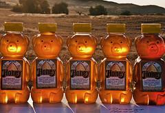 А знаете ли вы, что ребенку опасно давать мед?
