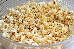 А знаете ли вы, что попкорн опасен для зубов?