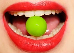 Ученые придумали «конфеты», предотвращающие развитие кариеса