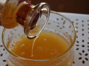 Топ- 7 болезней, от которых помогает лечение яблочным уксусом и медом