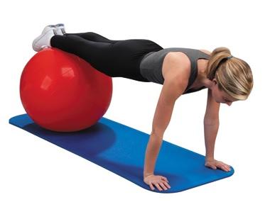 Фото упражнения планка на прямых руках на мяче для фитнеса