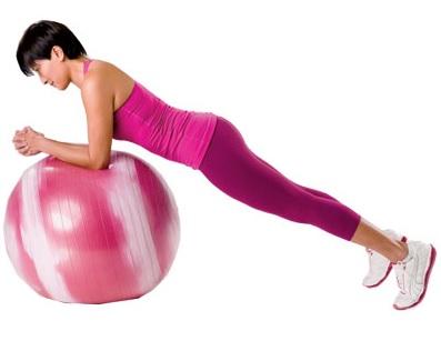 Фото упражнения планка с катящимся мячом