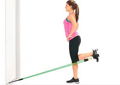 Упражнение - напряжение подколенного сухожилия с эспандером
