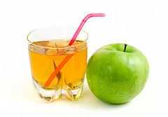 Яблочный сок облегчает жизнь пациентам с болезнью Альцгеймера