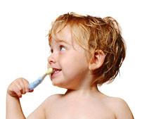 Как ухаживать за зубами ребенка и как научить его чистить зубы самостоятельно?