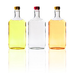 три бутылки со спиртным