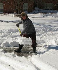 А знаете ли вы, что чистка снега грозит инфарктом?