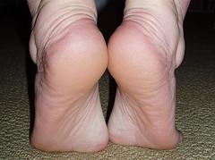 Несколько упражнений для того, чтоб уверенно держаться на высоких каблуках