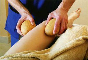 Что такое массаж кедровыми «шишками», и как его проводят?