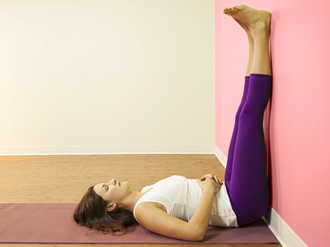 Ноги на стене (Viparita Karani)