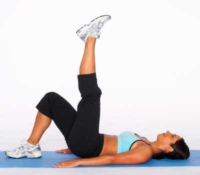 Прямой подъем ноги из положения лежа