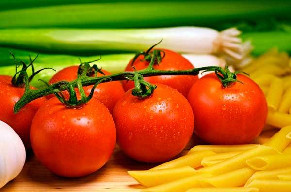 томат и лапша